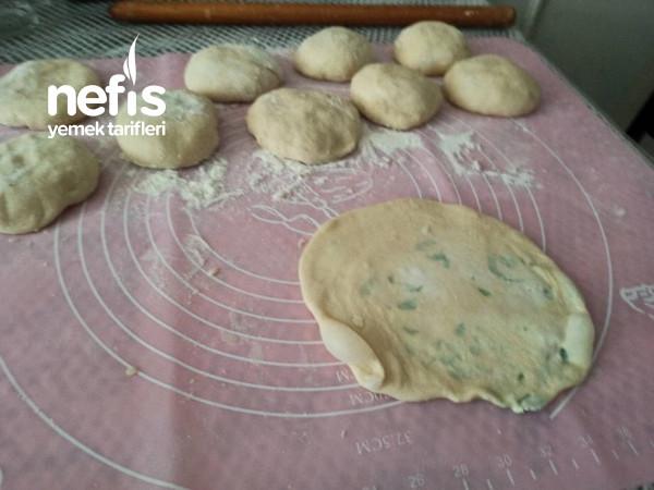 Peynir ve Maydanozlu İçli Bazlamalar,karbonatlı