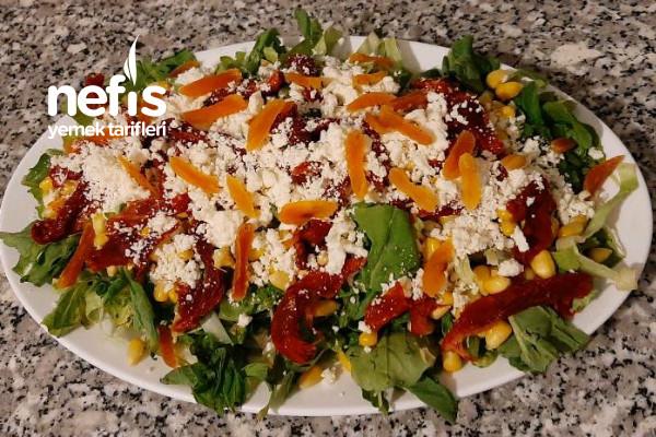 Bir Yaptınızmı Duramazsınız (Kuru Domates Salatası) Tarifi
