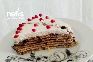 Bisküvili Şipşak Doğum Günü Pastası Tarifi