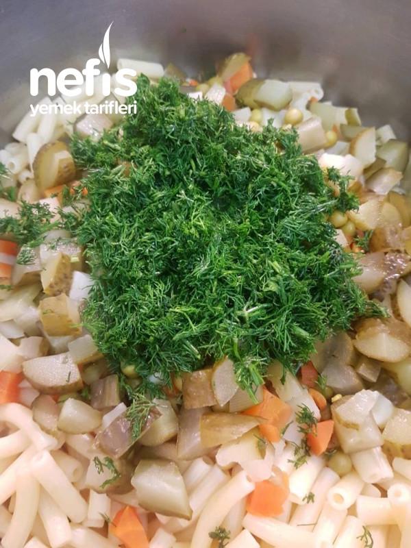 Garniturlu Makarna Salatası