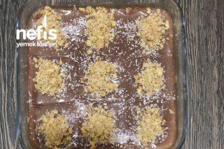 Akışkan Çikolatalı İrmik Tatlısı Tarifi