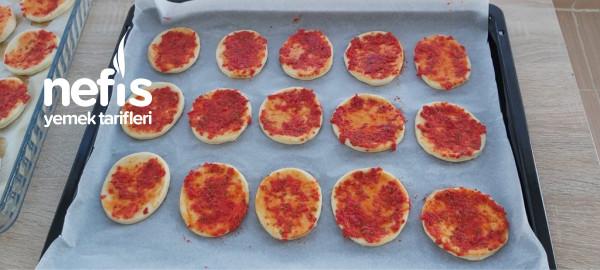 Mini Pizza Çocukların Yıldızı Pizza Tarifi ( Videolu )
