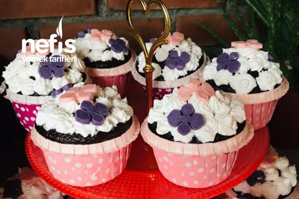 Süslü Cupcake (Yoğurt Suyuyla) Tarifi