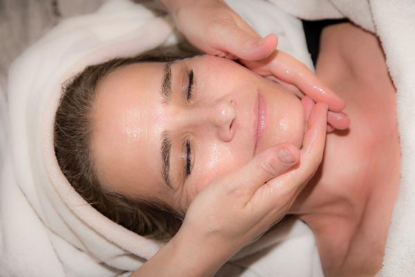 zerdeçal yağının cilde faydaları