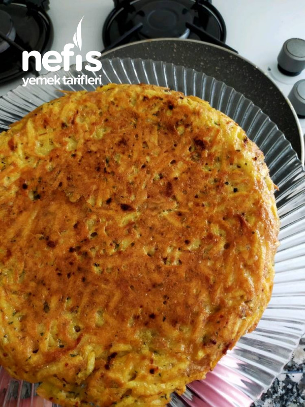 Pazar Kahvaltısına Yakışan Tavada Patatesli Kaşarlı Yumurta