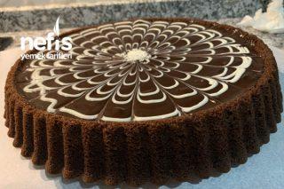 Enfes Çikolata Soslu Tart Kek Tarifi