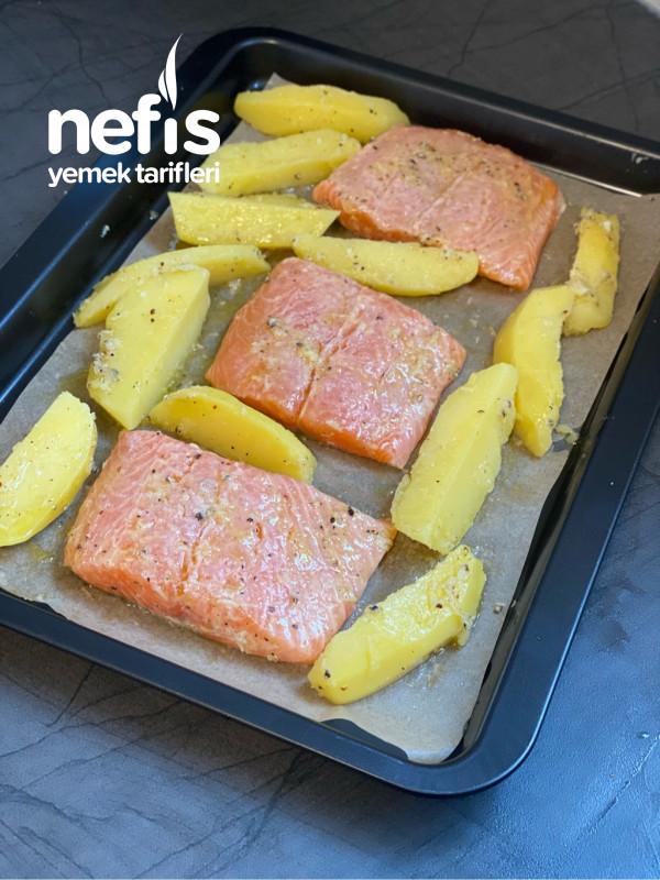 Fırında Patatesli Ve Özel Soslu Somon Balığı