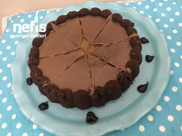 Karamelli Çikolata Soslu Tart Kek
