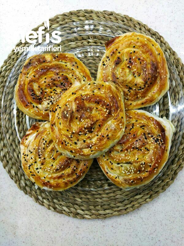 Hazır Yufkadan Çıtır Gül Böreği (Ispanaklı ve Lor Peynirli)