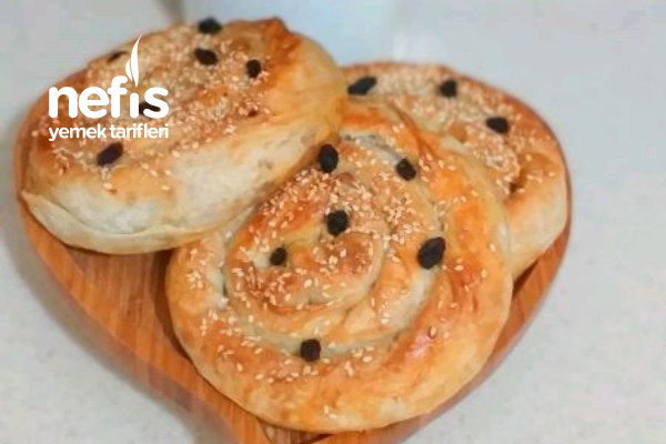 Pırasalı Börek (Cevizli Kuş Üzümlü) Tarifi