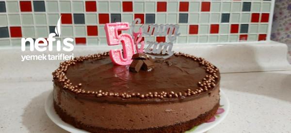 Basit Bir Kakaolu Kekten Çikolatalı Yaş Pasta Tarifi