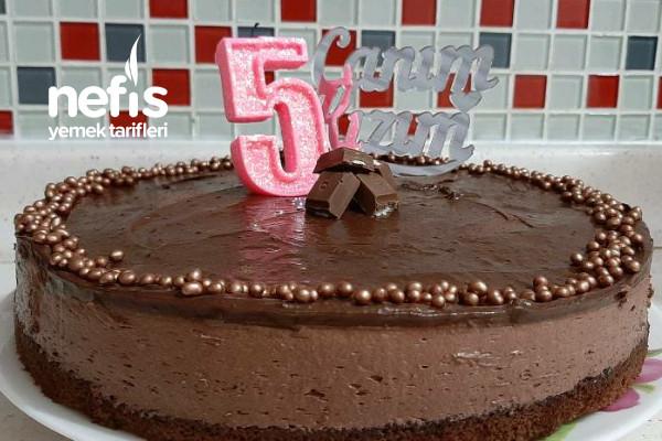 Basit Bir Kakaolu Kekten Çikolatalı Yaş Pasta Tarifi (Videolu)