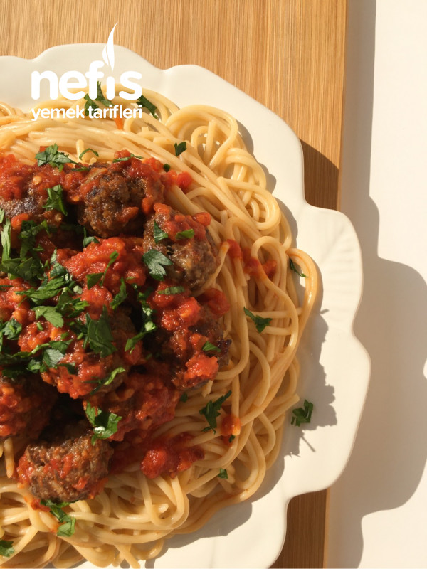 Domates Soslu Köfteli Spaghetti