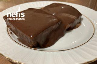 Ev Yapımı Çikolata Sosuyla Enfes Ağlayan Pasta Tarifi