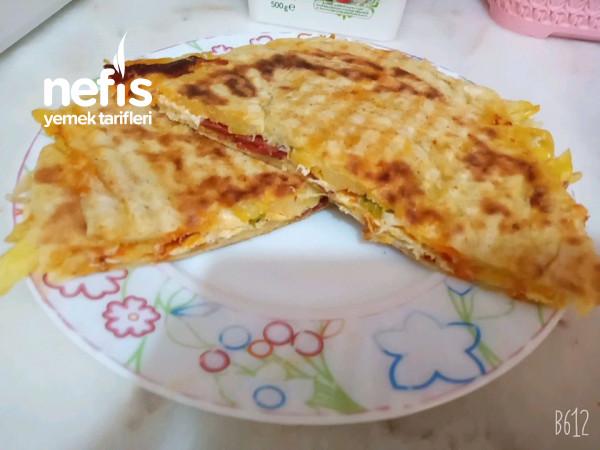 Patatesli*yumurtalı**bazlamali ***tost