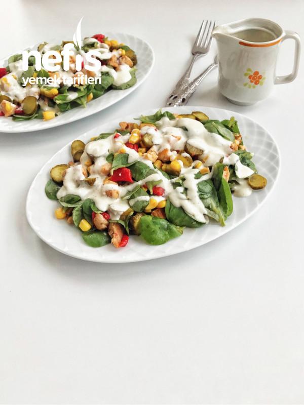 Soslu Salata
