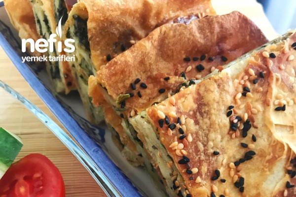 Ispanaklı Yufka Böreği (Masaya Gelir Gelmez Bitecek) Tarifi