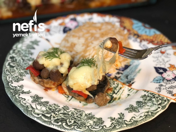 Beşamel Sosuyla Köfteli Mantar Kebabı