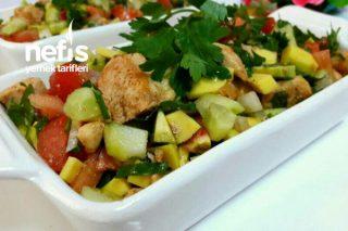 Hafif Ve Doyurucu Tavuklu Avakado Salatası Tarifi