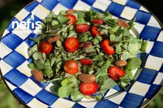 Ekşili Semizotu Çilek Salatası Tarifi