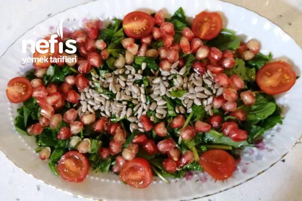 Çiğdemli Narlı Roka Salatası (Kaşık Kaşık Yedirtiyor Kendini) Tarifi