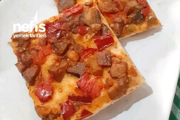 Livaça (Patlıcanlı Pizza) Tarifi