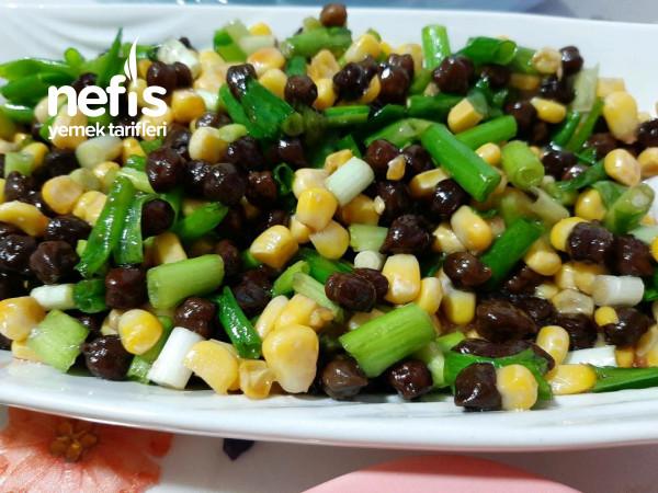 Siyah Nohut Salatası