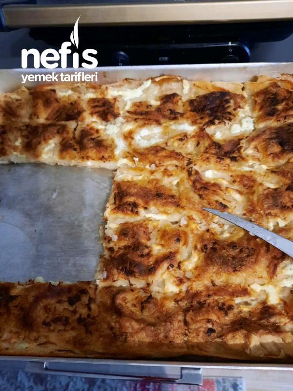 4 Yufkadan Suböreyi Tadında Peynirli Börek