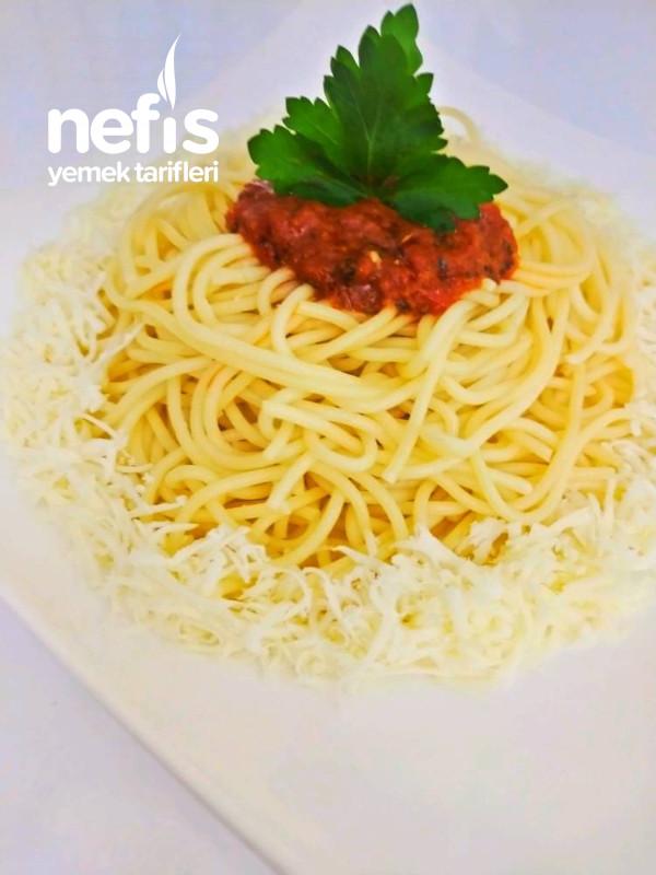 Fesleğen Soslu Spagetti
