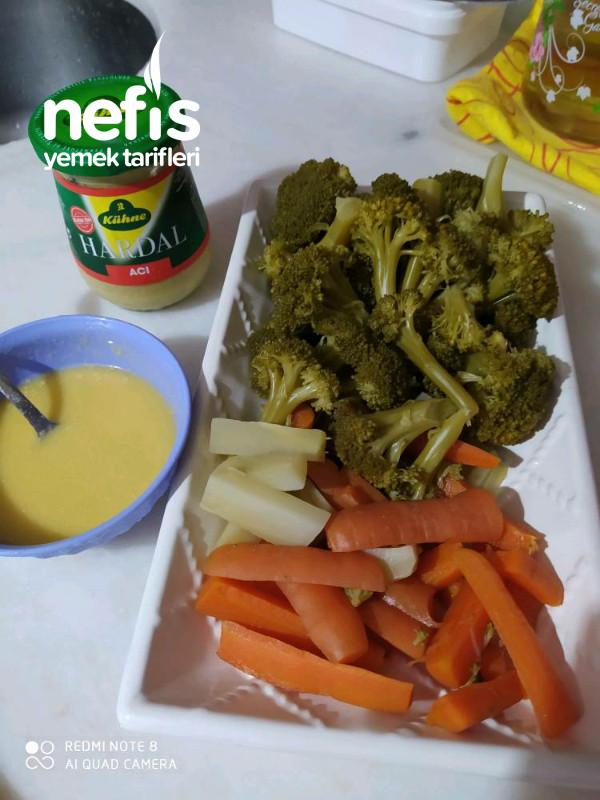 Soslu, Havuçlu Brokoli Salatası