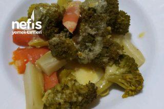 Soslu, Havuçlu Brokoli Salatası Tarifi