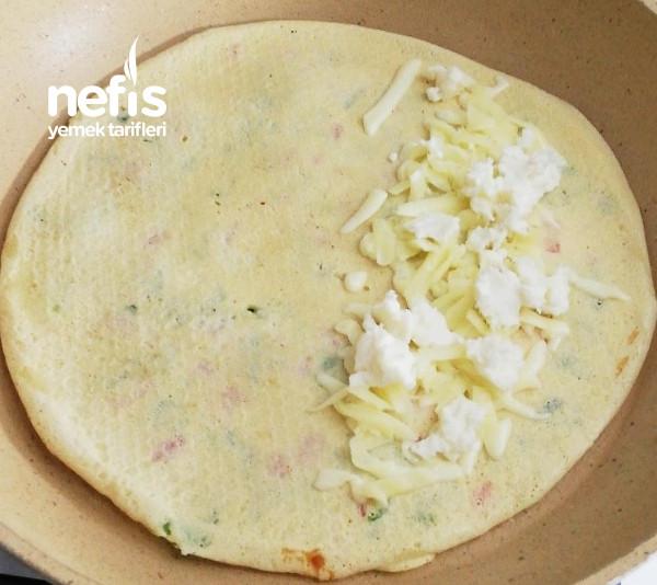 İçi Lezzet Dolu Peynirli Krep Böreği