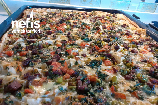 Kendini Pizza Zanneden Börek Tarifi
