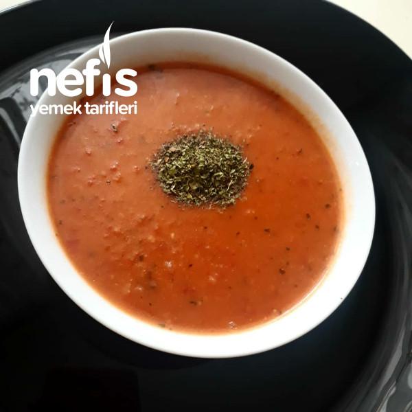 Kuru Domatesli Tarhana Çorbası