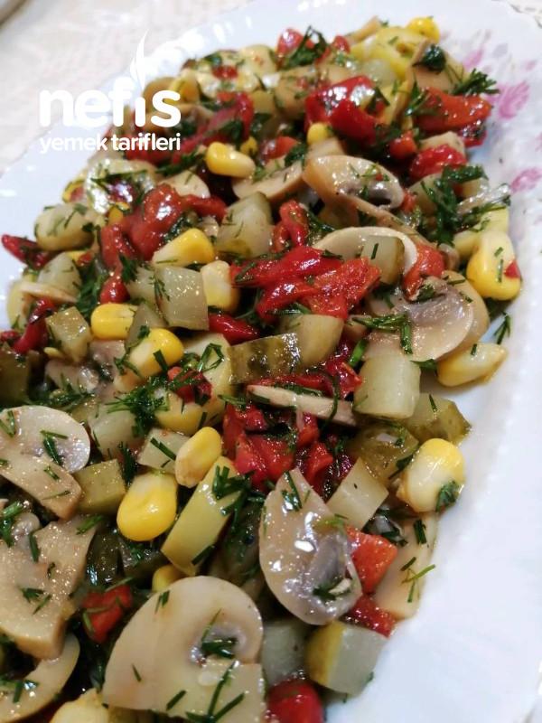 Karışık Mantar Salatası