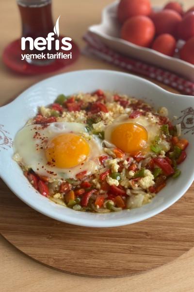 Biberlı Lor Peynirli Yumurta