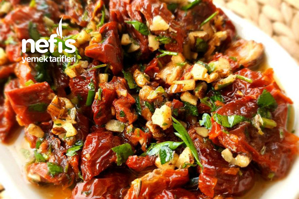 Kuru Domates Salatası (Aşırı Lezzet İçerir) (Videolu) Tarifi