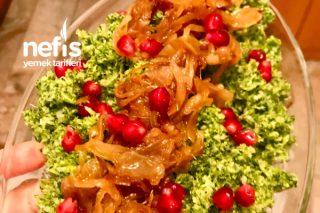 Çiğden Brokoli Mezesi (Karamelize Soğan İle) Tarifi