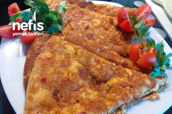 Kahvaltıya 5 Dakikaya Hazır Biberli Sucuklu Enfes Bir Tava Böreği Tarifi