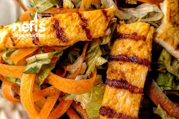 Zerdeçallı Izgara Tavuk Salatası Müthiş Lezzetli Tarifi