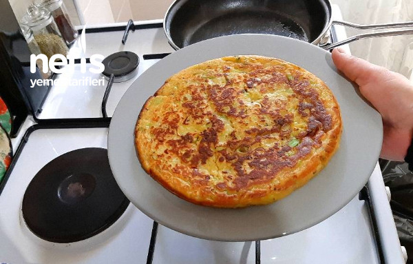 Kahvaltıya Tavada Pırasa Böreği