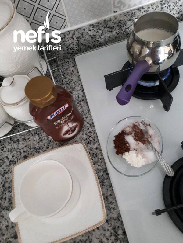 Sıcak Çikolata (Hazırlardan Daha Güzel)