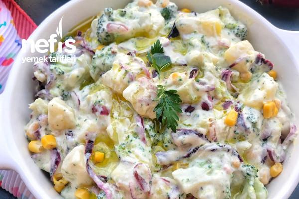 Karamelize Soğanlı Brokolili Patates Salatası Tarifi
