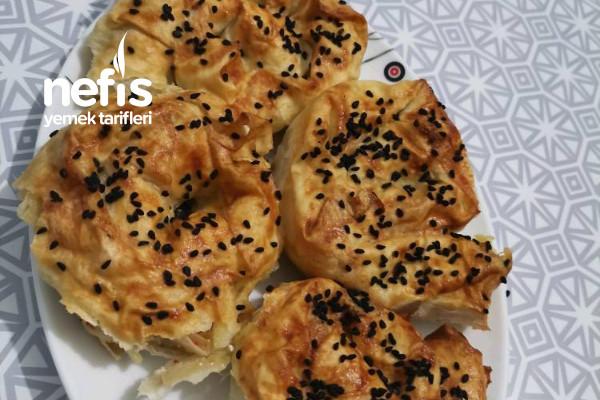 Karışık İçli Nefis Gül Böreği (Pırasa, Patates, Peynirli) Tarifi