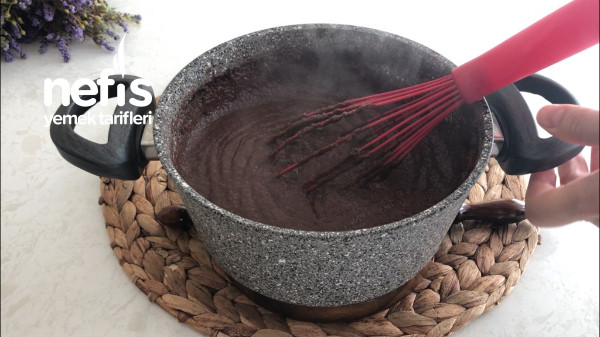 10 Dakikada Hazır! İrmikli Kakaolu Porsiyonluk Tatlı Tarifi