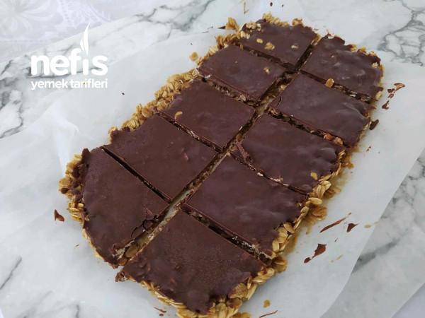 Çikolatalı Fıstık Ezmeli Bar Tarifi 1 Dilimi 154 Kalori