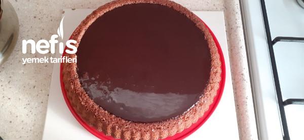 Enfes Çikolata Soslu Tart Kek