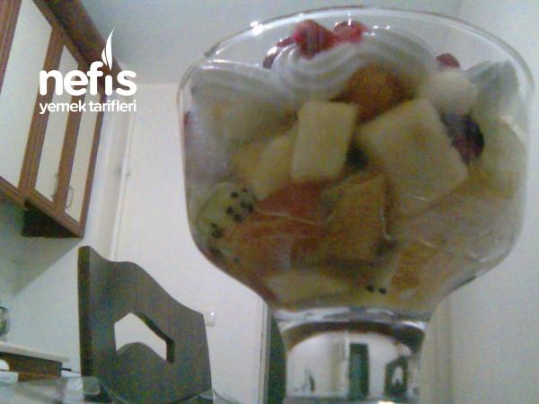Krem Şantili Meyve Salatası