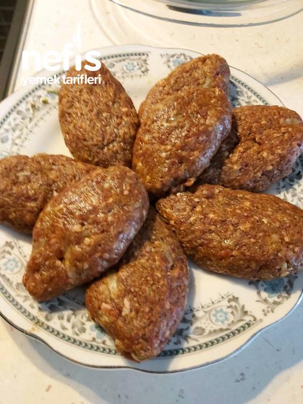 Salcali Köfte (Yelpaze Patates Eşliğinde)