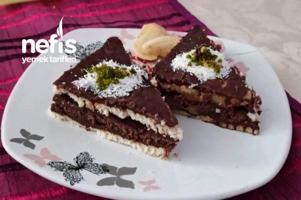Yaş Pasta Lezzetinde Muzlu Bisküvili Pasta Tarifi